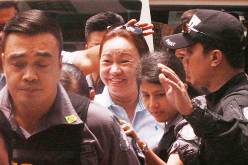 "Napoles ""a minimal player"" in massive looting of government funds, may turn state witness"