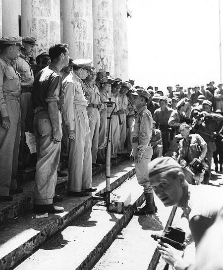 Ruperto Kangleon reporting to MacArthur