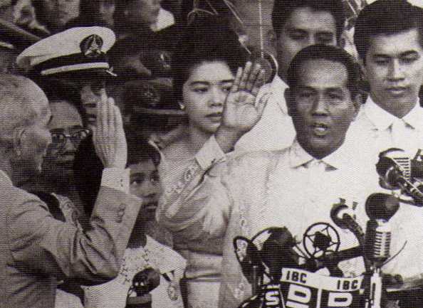 Diosdado Macapagal takes his oath of office as President in 1961.